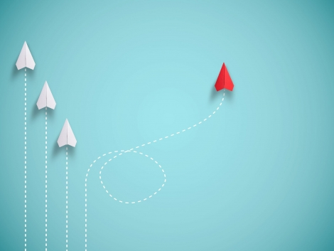 red-paper-plane-out-line-with-white-paper-change-disrupt-finding-new-normal-way-blue-background-lift-business-creativity-new-idea-discovery-innovation-technology (1)
